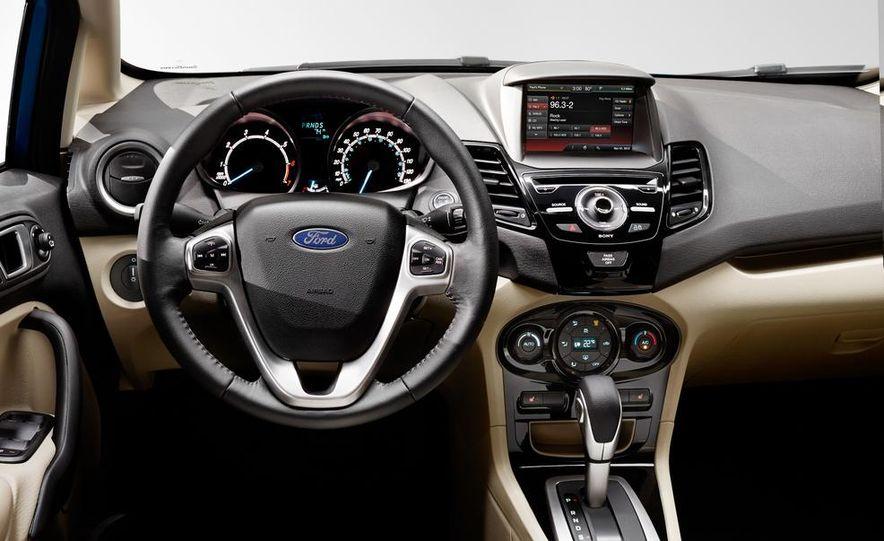 2014 Ford Fiesta Titanium 5-door - Slide 15