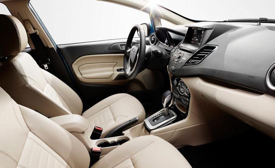 2014 Ford Fiesta Titanium 5-door - Slide 16