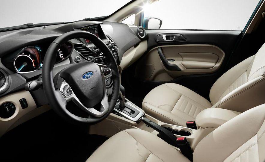 2014 Ford Fiesta Titanium 5-door - Slide 17