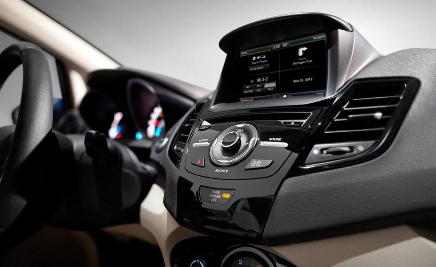 2014 Ford Fiesta Titanium 5-door - Slide 20