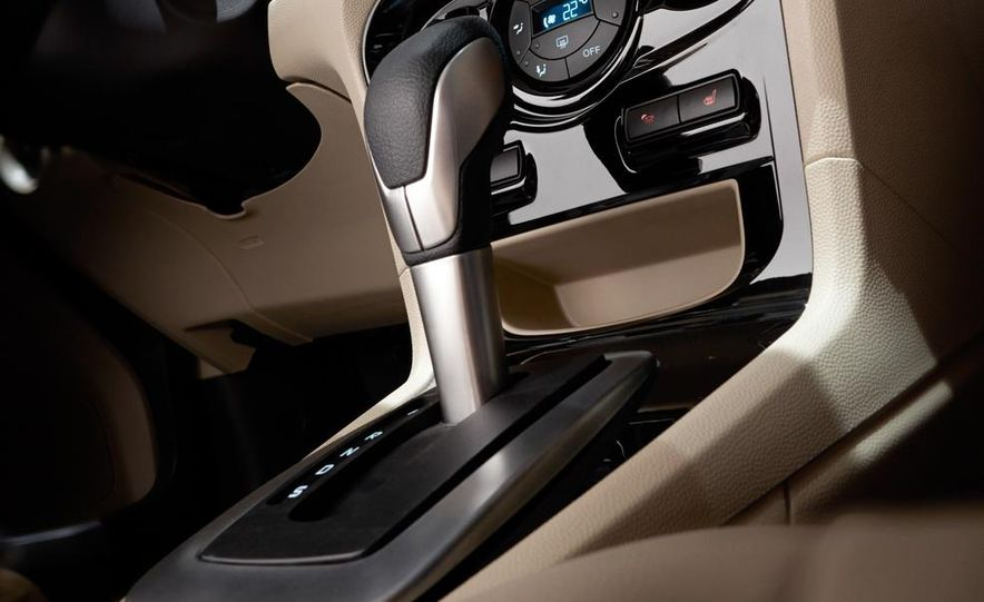 2014 Ford Fiesta Titanium 5-door - Slide 19