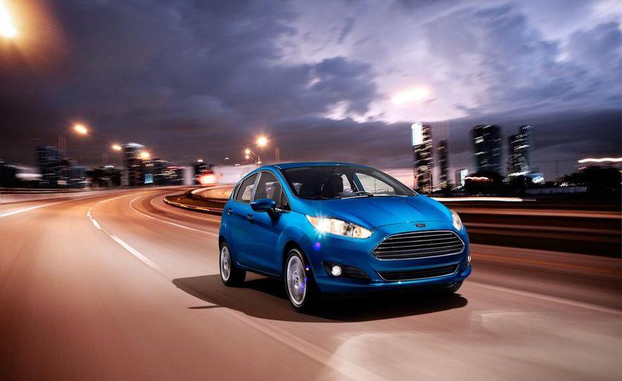 2014 Ford Fiesta Titanium 5-door - Slide 1