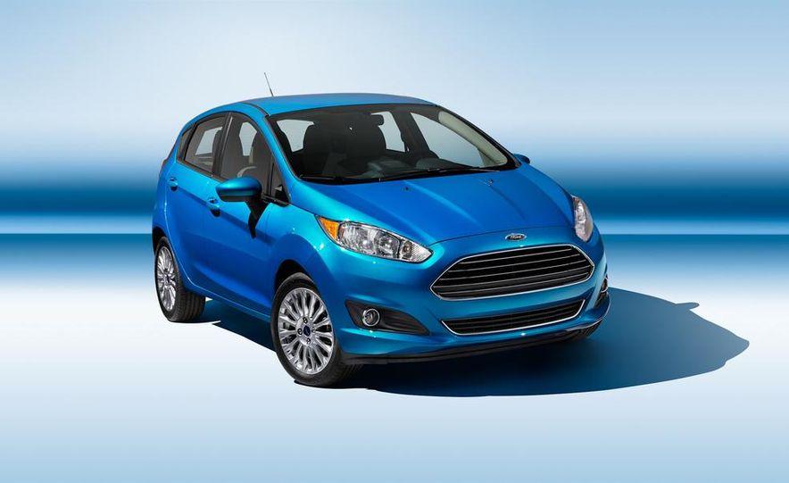 2014 Ford Fiesta Titanium 5-door - Slide 2