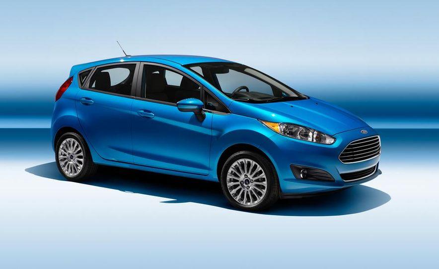 2014 Ford Fiesta Titanium 5-door - Slide 3