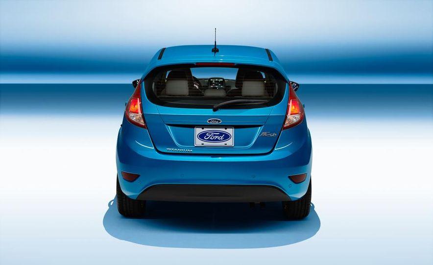 2014 Ford Fiesta Titanium 5-door - Slide 7