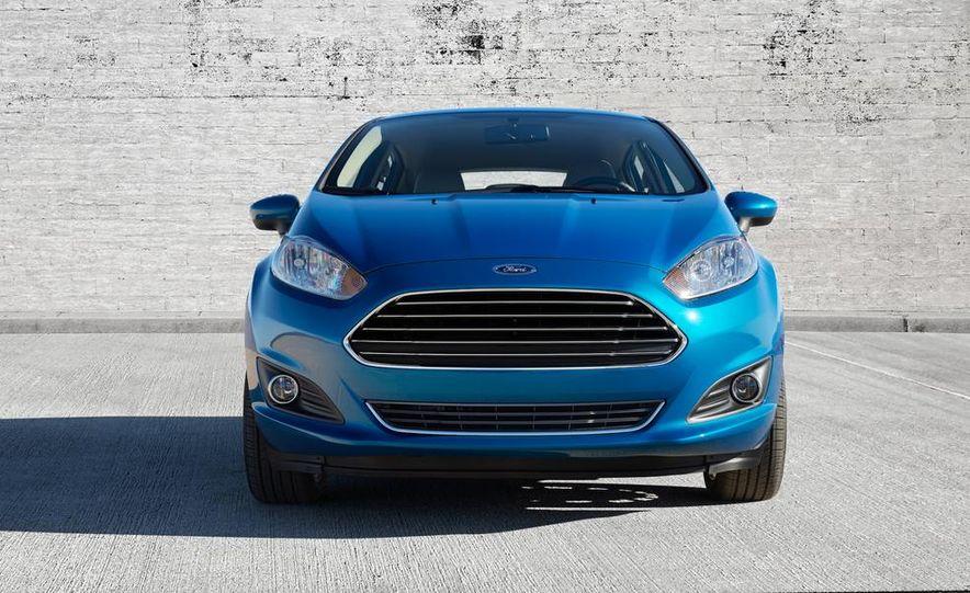 2014 Ford Fiesta Titanium 5-door - Slide 13