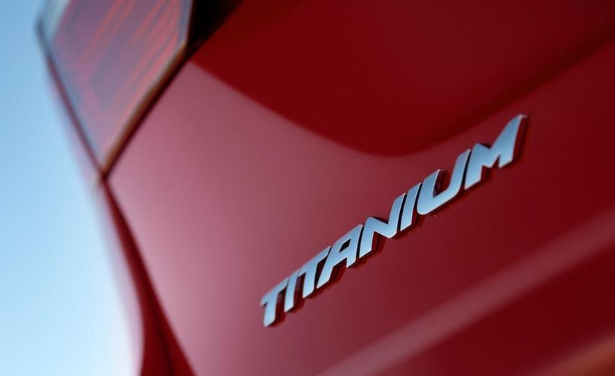 2014 Ford Fiesta Titanium 5-door - Slide 34