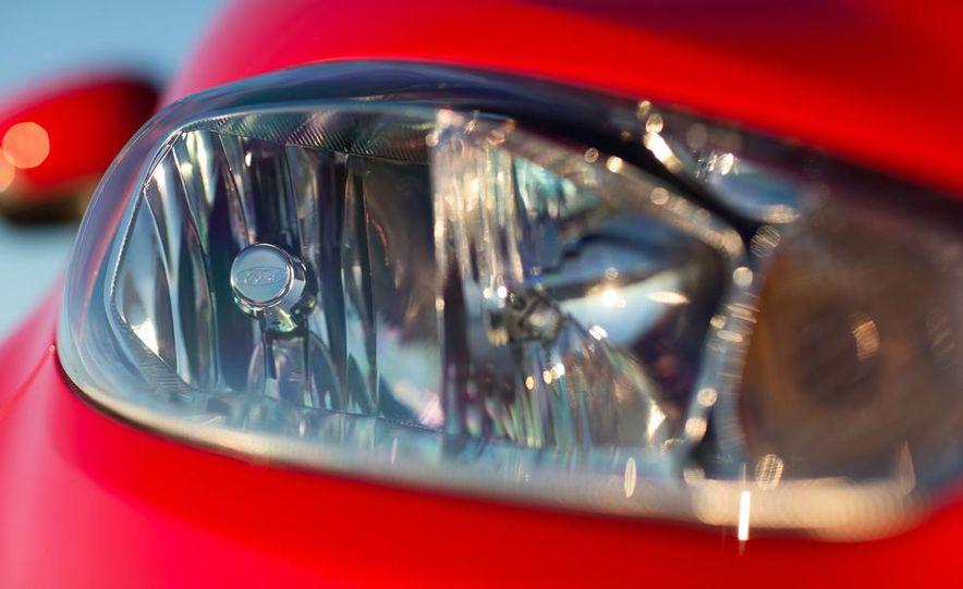 2014 Ford Fiesta Titanium 5-door - Slide 31