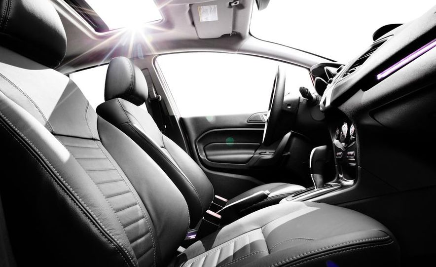 2014 Ford Fiesta Titanium 5-door - Slide 36