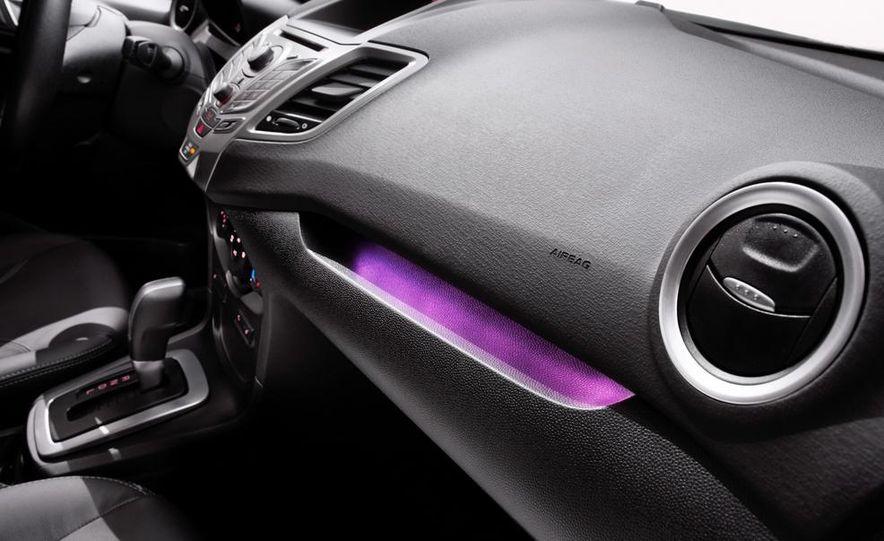 2014 Ford Fiesta Titanium 5-door - Slide 37
