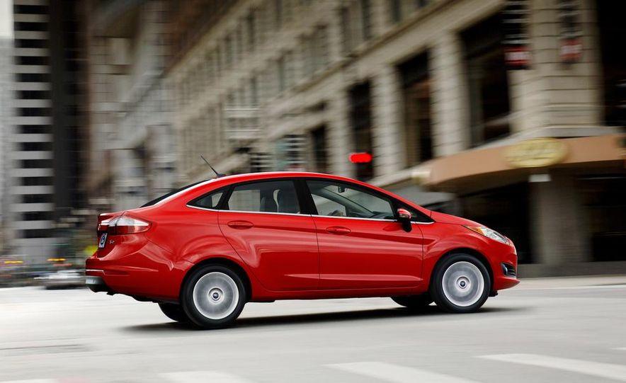 2014 Ford Fiesta Titanium 5-door - Slide 23