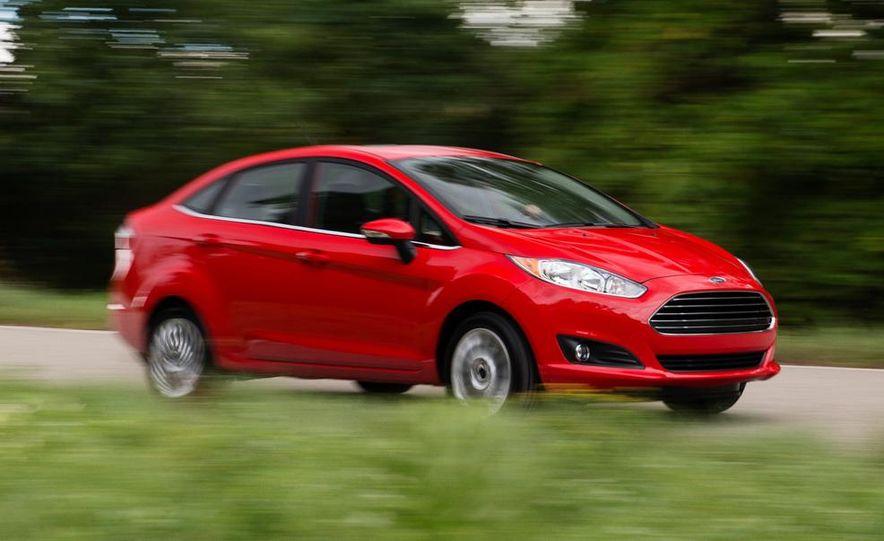 2014 Ford Fiesta Titanium 5-door - Slide 24