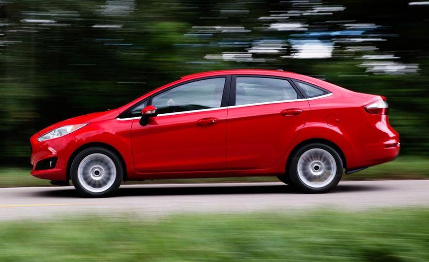 2014 Ford Fiesta Titanium 5-door - Slide 25