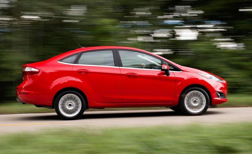 2014 Ford Fiesta Titanium 5-door - Slide 26
