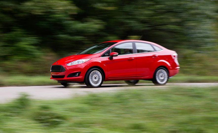 2014 Ford Fiesta Titanium 5-door - Slide 27