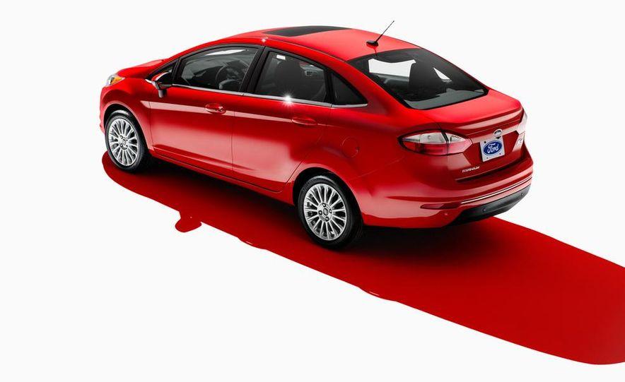 2014 Ford Fiesta Titanium 5-door - Slide 42