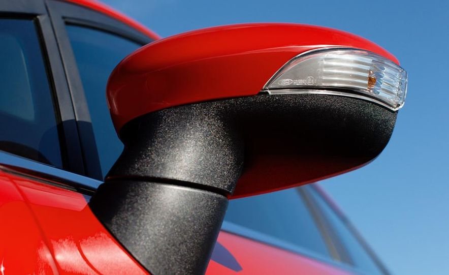 2014 Ford Fiesta Titanium 5-door - Slide 35