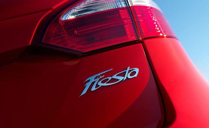 2014 Ford Fiesta Titanium 5-door - Slide 33