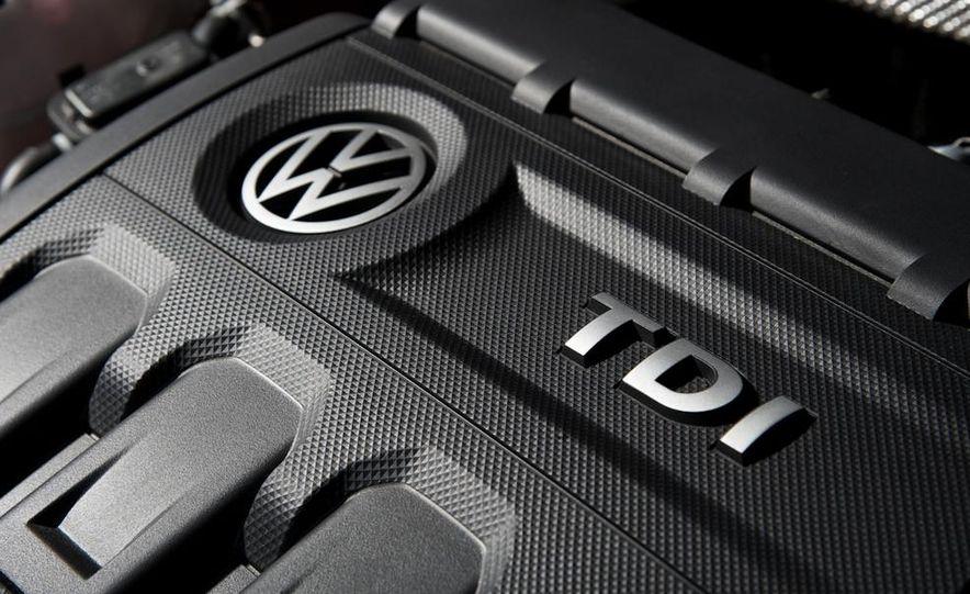 2014 Volkswagen Golf GTD - Slide 12