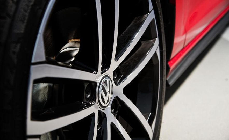 2014 Volkswagen Golf GTD - Slide 8