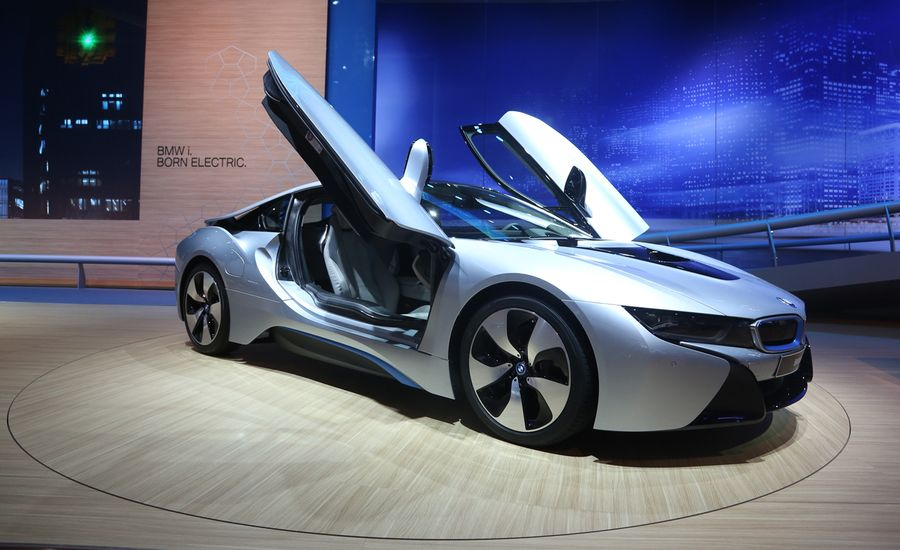 BMW I Photos And Info News Car And Driver - 2015 bmw i8 hybrid price
