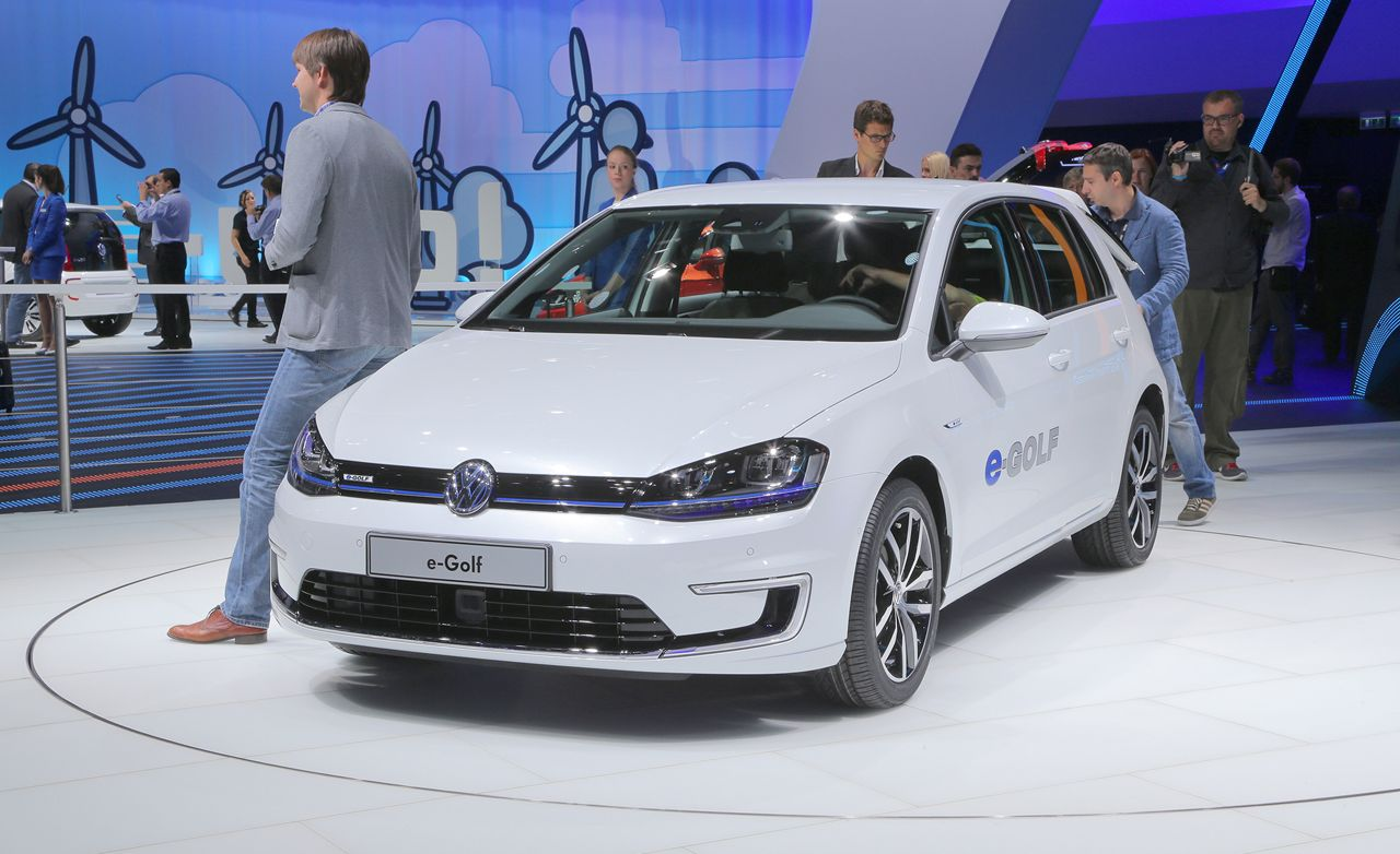 2015 volkswagen e golf photos and info news car and driver. Black Bedroom Furniture Sets. Home Design Ideas
