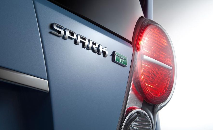 2014 Chevrolet Spark EV - Slide 28