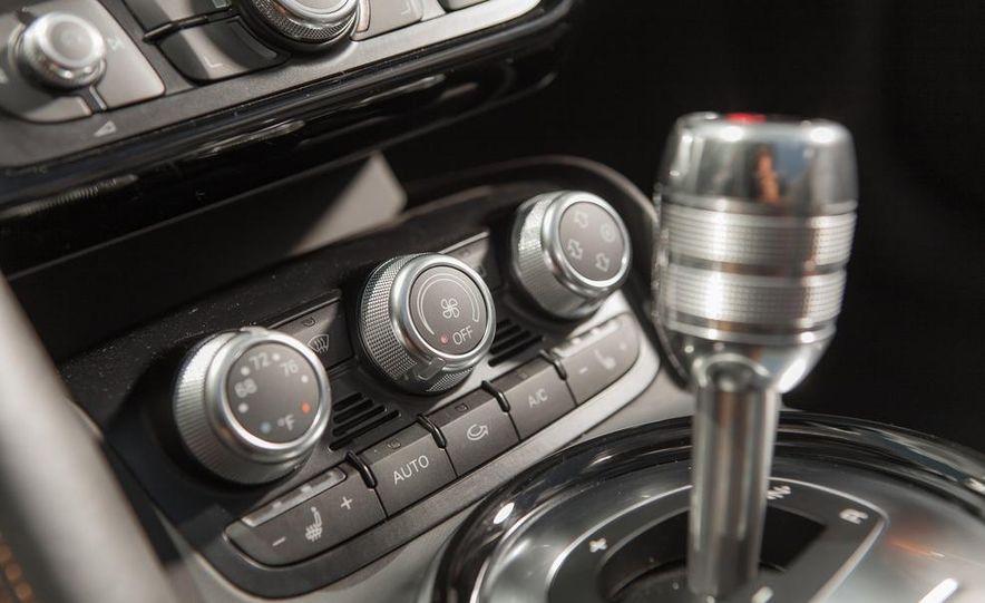 2014 Audi R8 4.2 Spyder DCT - Slide 32