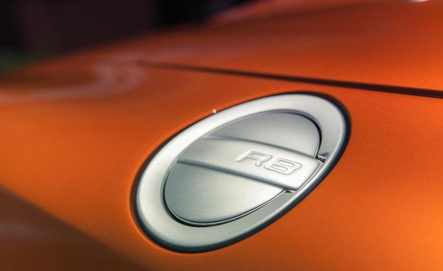 2014 Audi R8 4.2 Spyder DCT - Slide 17