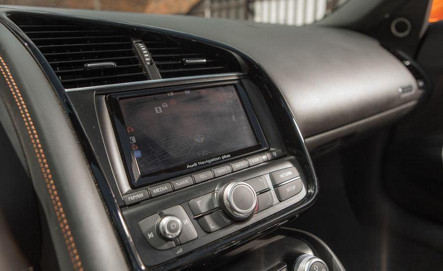 2014 Audi R8 4.2 Spyder DCT - Slide 30