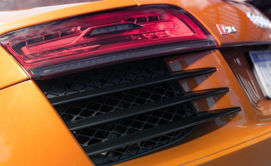 2014 Audi R8 4.2 Spyder DCT - Slide 19