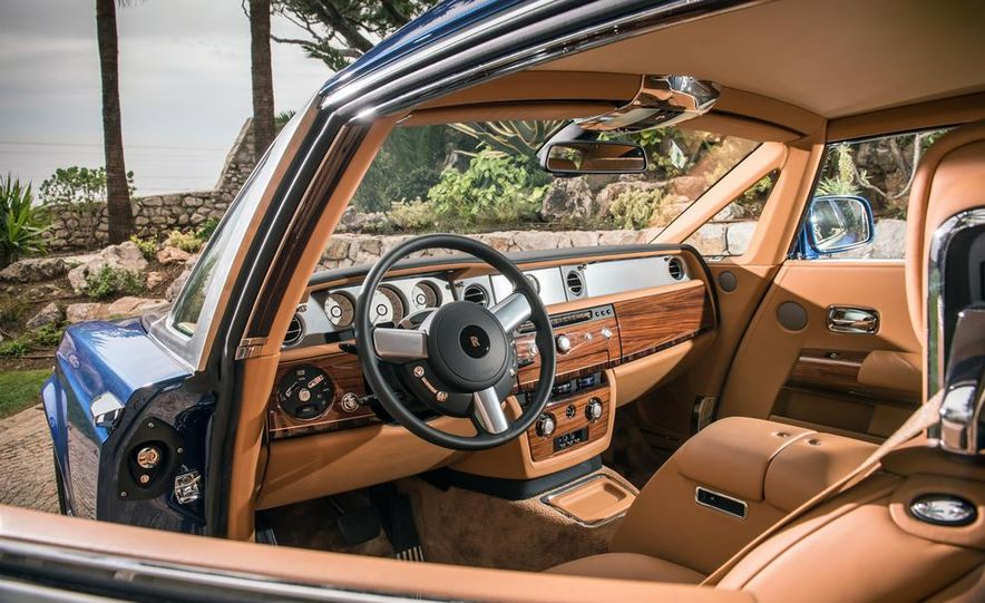2014 Rolls-Royce Ghost - Slide 12