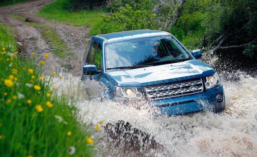 2014 Land Rover LR2 HSE - Slide 4