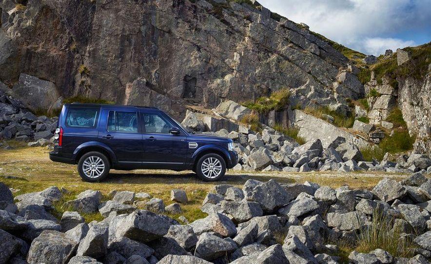 2014 Land Rover LR2 HSE - Slide 7