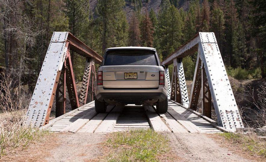 2014 Land Rover LR2 HSE - Slide 16