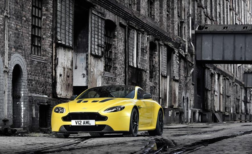 2014 Aston Martin DB9 - Slide 9