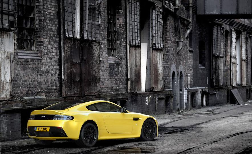 2014 Aston Martin DB9 - Slide 10