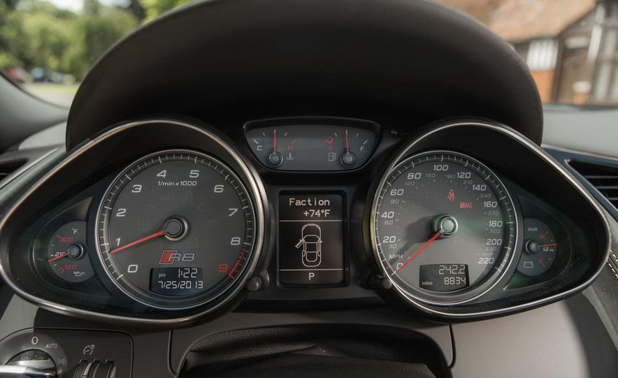 2014 Audi R8 4.2 Spyder DCT - Slide 27
