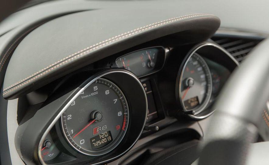 2014 Audi R8 4.2 Spyder DCT - Slide 28