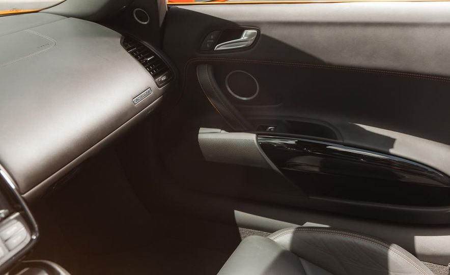 2014 Audi R8 4.2 Spyder DCT - Slide 25