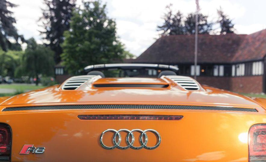 2014 Audi R8 4.2 Spyder DCT - Slide 9