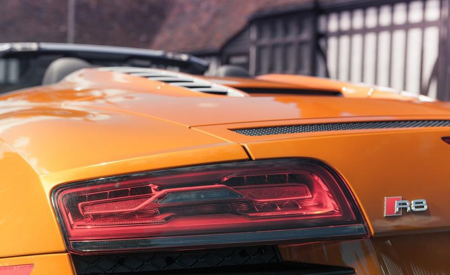 2014 Audi R8 4.2 Spyder DCT - Slide 18