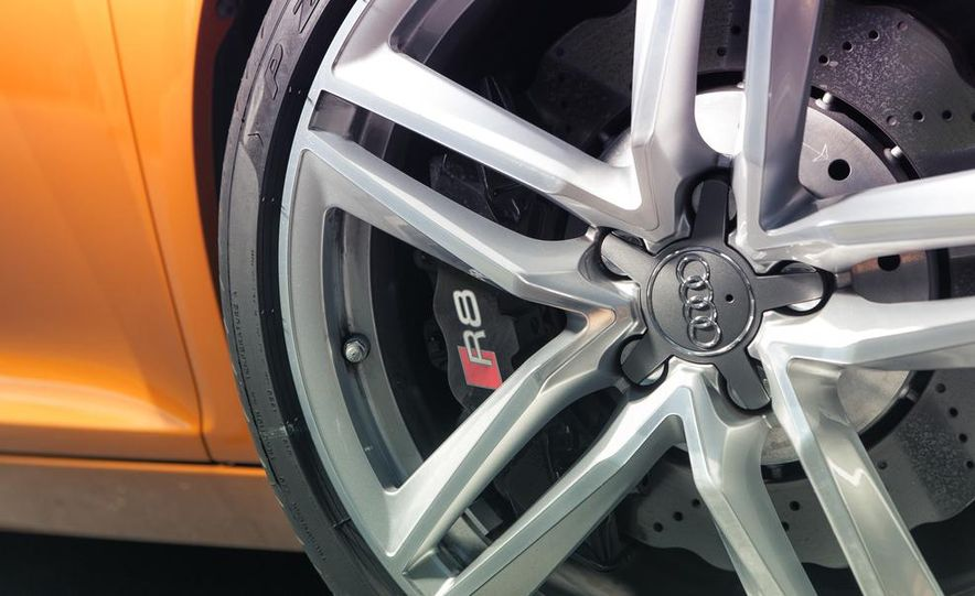 2014 Audi R8 4.2 Spyder DCT - Slide 16