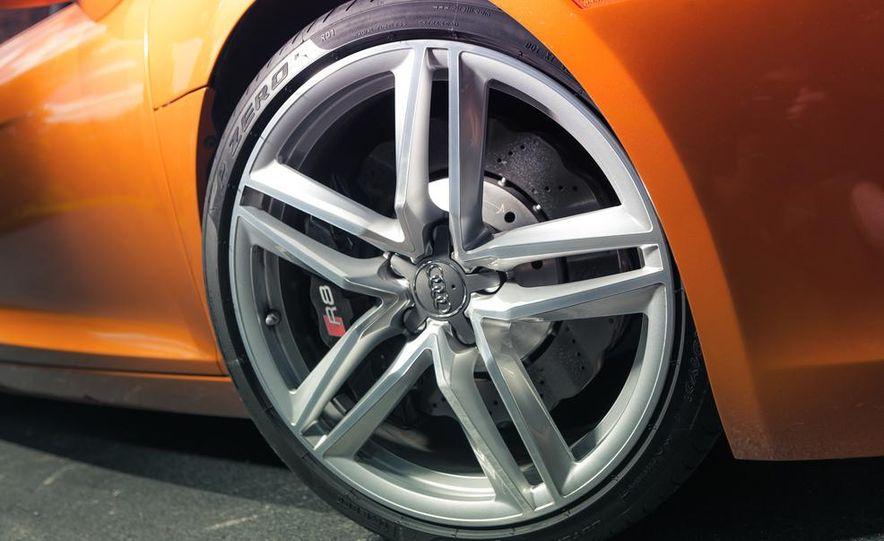 2014 Audi R8 4.2 Spyder DCT - Slide 15
