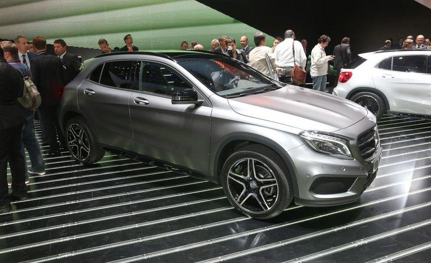 2015 Mercedes-Benz GLA250 4MATIC - Slide 16