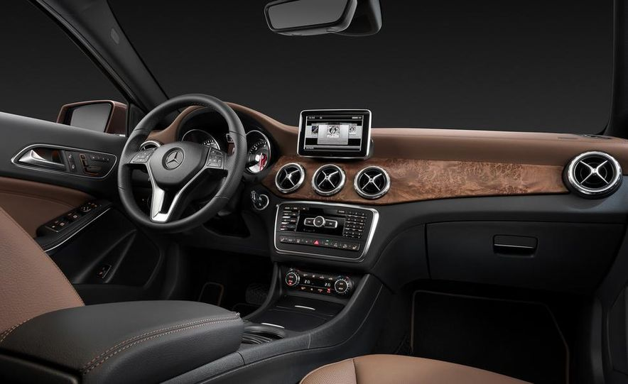 2015 Mercedes-Benz GLA250 4MATIC - Slide 39