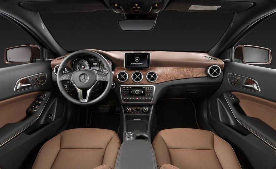 2015 Mercedes-Benz GLA250 4MATIC - Slide 40