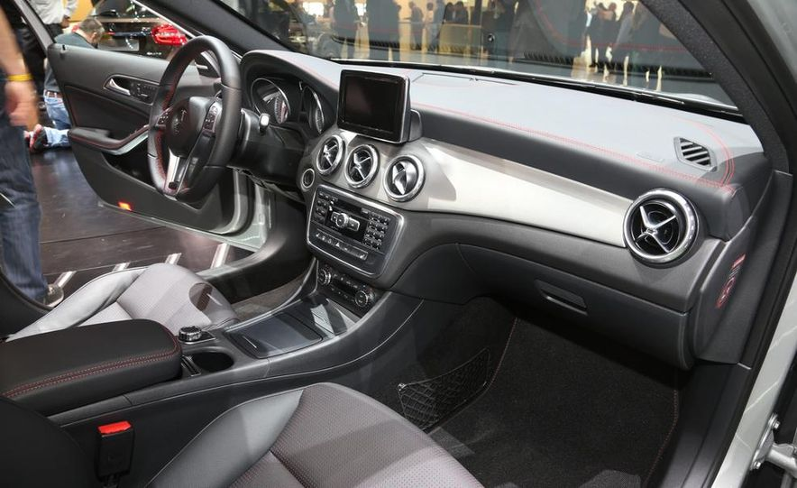 2015 Mercedes-Benz GLA250 4MATIC - Slide 13