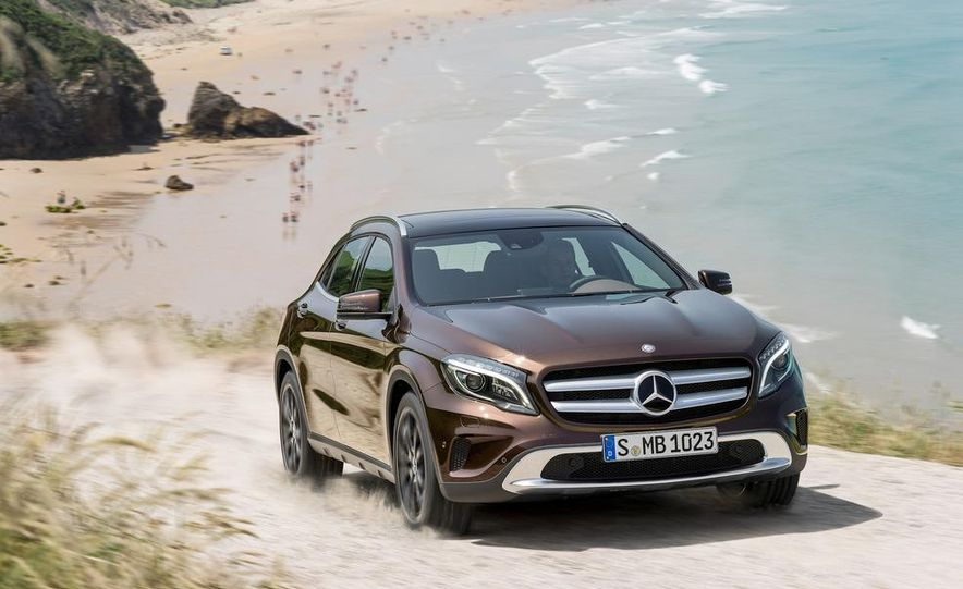 2015 Mercedes-Benz GLA250 4MATIC - Slide 32