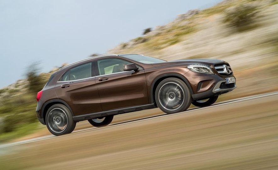 2015 Mercedes-Benz GLA250 4MATIC - Slide 35